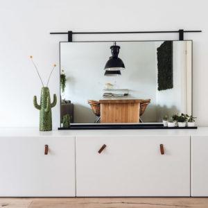 badkamerspiegel spiegel met stalen omlijsting roede en plankje matzwart gepoedercoat serax cactus