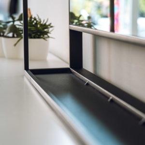 stalen frame omlijsting spiegel detail